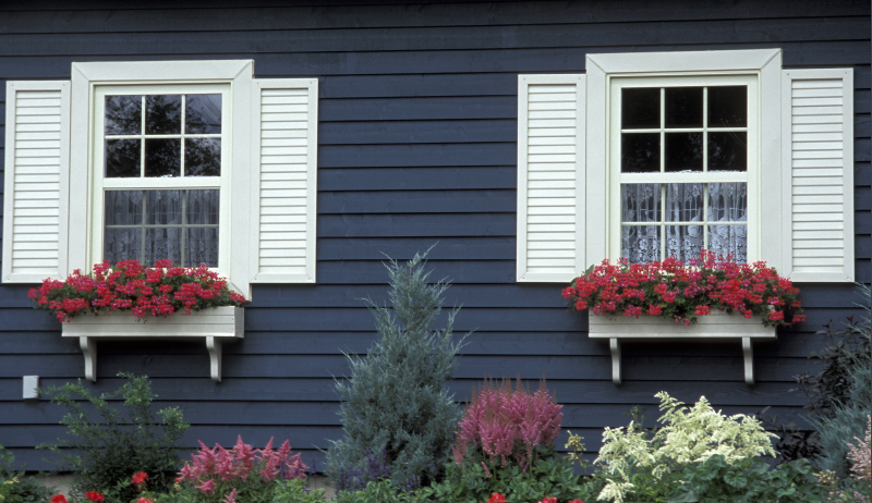 Okiennice drewniane jako dekoracja elewacji.