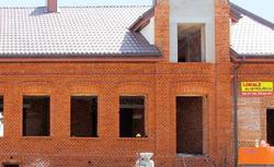 Piaskowanie elewacji. Jak doczyścić stary mur - piaskowanie cegły poradnik