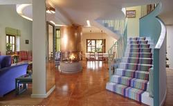 Wygodne schody wewnętrzne. Optymalne usytuowanie schodów na poddasze oraz ich wymiary