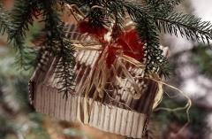 Miniaturowy pakunek na choinkę