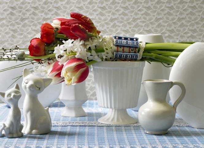 Wiosenny bukiet kwiatów: tulipan i hiacynt