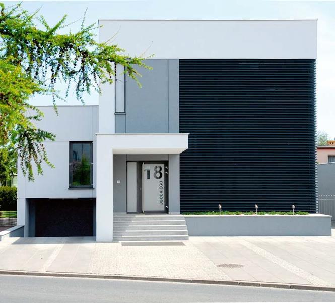 Przebudowa domu kostki - czarna elewacja