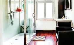 3 spektakularne metamorfozy łazienki. Aranżacje przed i po remoncie [ZDJĘCIA]