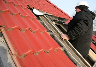 Montaż okna dachowego - oglądaj film instruktażowy, jak to się robi