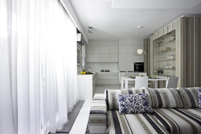 Wykończenie wnętrza kuchni otwartej na salon