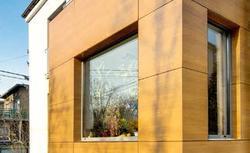 Remont ścian zewnętrznych. Nowa elewacja domu kostki i wymiana okien