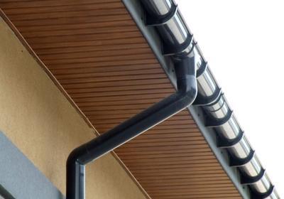 Podsufitka dachowa - trwałe, funkcjonalne i estetyczne wykończenie okapu dachu