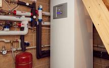 Ogrzewanie domu pompą ciepła na działce bez mediów: jakie urządzenie wybrać?