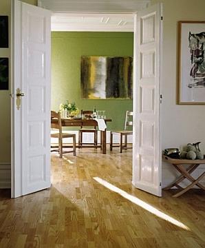 Podłoga egzotyczna w salonie