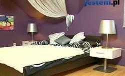 Aranżacja sypialni z fioletową ścianą. Tworzymy klimatyczny wystrój wnętrza