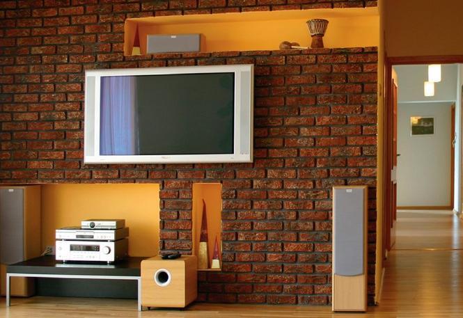 Jak powiesić telewizor na ścianie w salonie. Jak ukryć w ścianie kable?