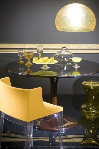 Kolor żółty - fotel i lampa