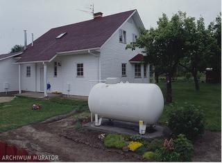 zbiornik na gaz płynny na działce